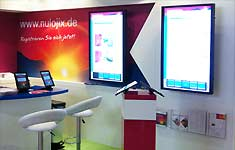 Astrotransplant RUST, Messestand mit Touchscreens und IPADs