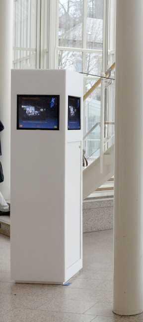 Touch Stele zum Mieten mit vier integrierten Touchscreen bzw. Touch Monitore